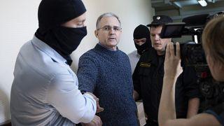 Rusya casusluk iddiasıyla tutukladığı eski ABD askeri Paul Whelan (soldan ikinci) için 18 yıl hapis istedi
