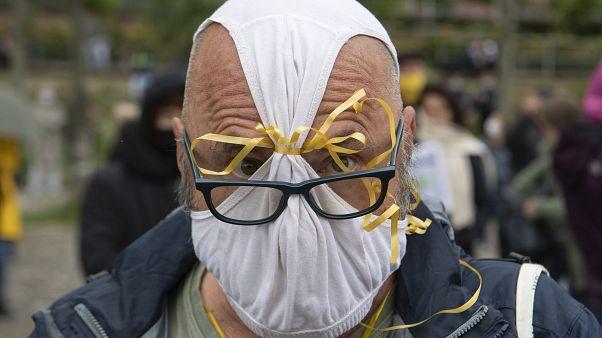 متظاهر في ألمانيا ضد اجراءات الحكومة والتدابير الوقائية