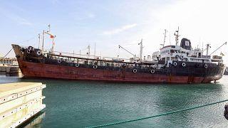 Trablus limanında bir petrol gemisi (Arşiv)