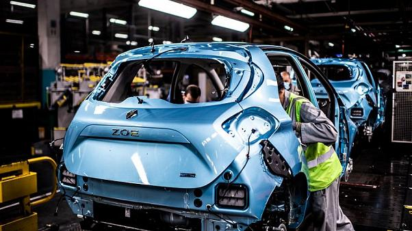 "Macron apresenta plano ""salvar"" indústria automóvel francesa"