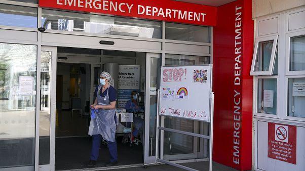 İngiltere'de bir hastanenin acil servis girişi