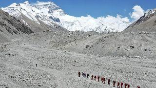 تیم چینی در حال صعود به اورست