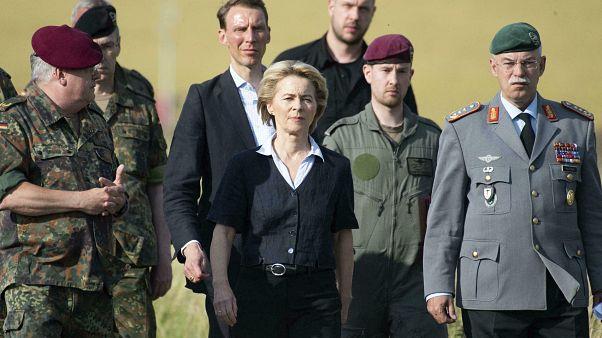 رئیس کمیسیون اروپا به همراه فرماندهان نظامی اروپایی