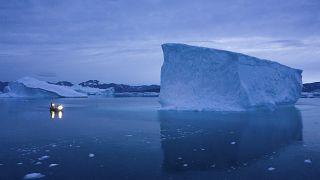Этой зимой лед в любом его виде - сухом или естественном - может стать самым дефицитным товаром, вакцина может хранится только на холоде