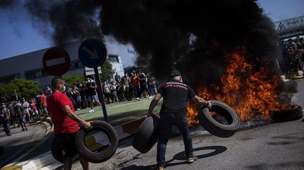 """À Barcelone, la fureur des employés de Nissan """"lâchés en pleine pandémie"""""""