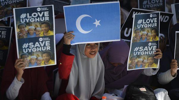 من وقفة احتجاجية في إندونيسيا ضد الانتهاكات بحق الويغور