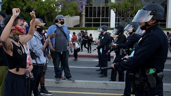 من المواجهات بين رجال الأمن ومتظاهرين