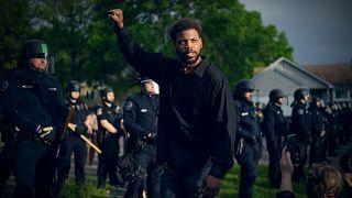 Amerikalılar polis şiddetini protesto ediyor