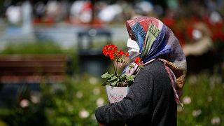 سيدة في أحد شوارع اسطنبول