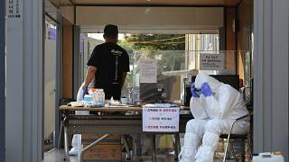 Massenhaftes Testen: Das Gesundheitspersonal von Goyang macht eine Pause.