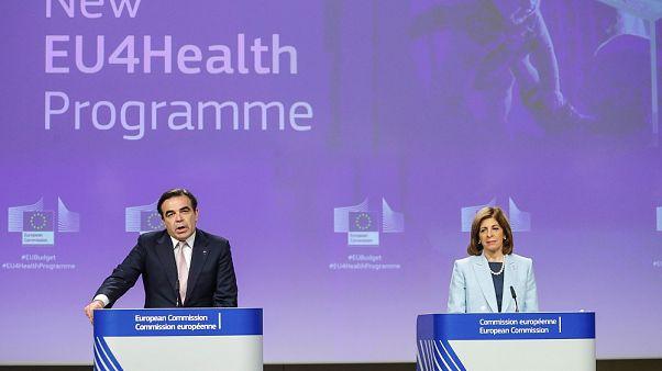 Ο αντιπρόεδρος της Κομισιόν και η Επίτροπος Υγείας