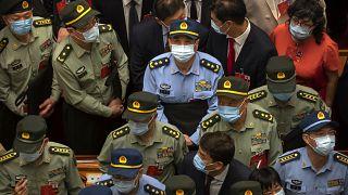 Çin Ulusal Halk Kongresi'nin ardından salondan ayrılan askeri heyet