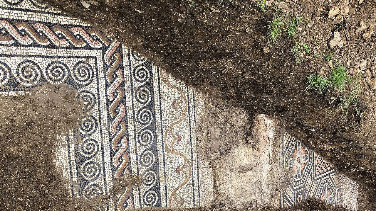 İtalya'da Roma dönemine ait bir villanın zemin mozaikleri bulundu