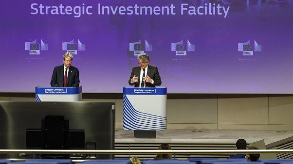 المفوض الأوروبي للتجارة الداخلية والمفوض الأوروبي للاقتصاد