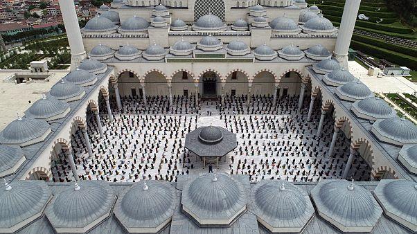 Büyük Çamlıca Camisi'nde cuma namazını kılındı