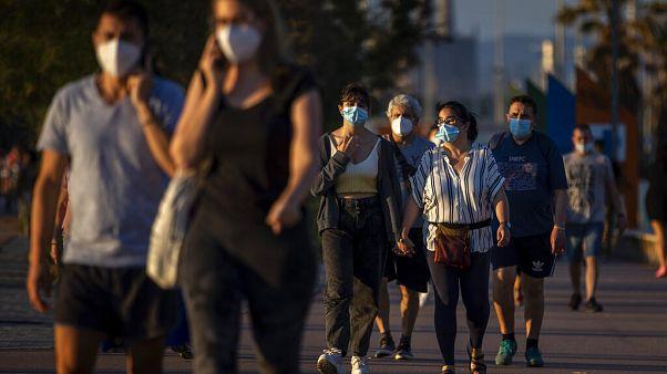 İspanya hükümeti cuma günü, Covid-19 pandemisi nedeniyle ekonomik sıkıntı yaşayan 850 bin aileye ödenecek 'asgari yaşam geliri' kararnamesini onayladı.