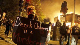 Minnesota'da siyahi Amerikalı George Floyd'un öldürülmesi protesto edildi