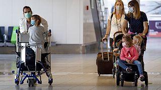 Települnek vissza Kínába az ott dolgozó európaiak