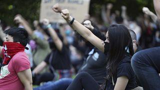 Minneapolis em estado de sítio vive quarta noite de protestos