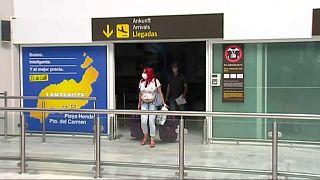 Пассажиры в аэропорту Лансароте