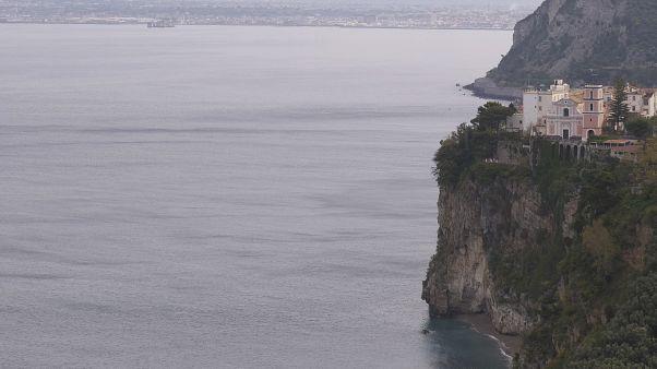İtalya'nın Napoli Körfezi'ne bakan Vico Equense kasabası