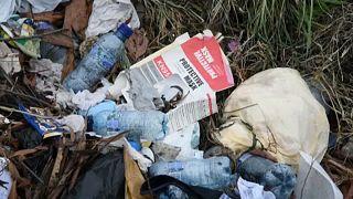 شاهد: أطنان من القمامة تلوث بحيرة أماتيتلان في غواتيمالا