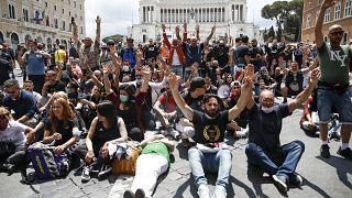 مظاهرات مناهضة للحكومة في إيطاليا
