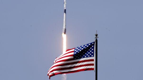 Взлёт ракеты Falcon 9 с кораблём Crew Dragon