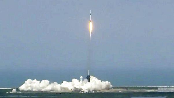 Die Rakete hebt in Richtung ISS ab