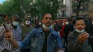 Los manifestantes reclaman que se regularice sus situación para poder trabajar