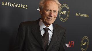 """El actor, director y productor estadounidense Clint Eastwood cumple 90 años como ícono del cine y fiel a su estilo de """"hombre duro"""" de Hollywood."""