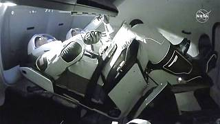 Az űrhajósok a dokkolás megkezdésekor