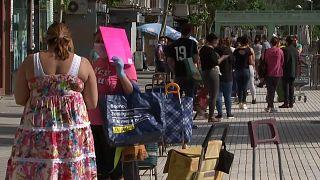 Longas filas nos bancos alimentares espanhóis