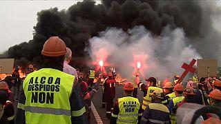 Protestas en Ribadeo contra el cierre de la factoría de aluminio de Alcoa en Galicia