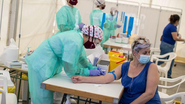 Una persona se somete al test serológico en Torrejón