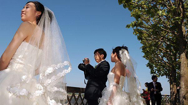 Yeni evli Çinli çiftler