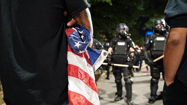 اعتراض ها در آمریکا همچنان ادامه دارد. جنبش آنتیفا از سوی دولت ترامپ به رهبری خشونت ها متهم شده است.
