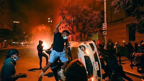من هم المتظاهرون الذين خرجوا الى الشوارع في الولايات المتحدة؟