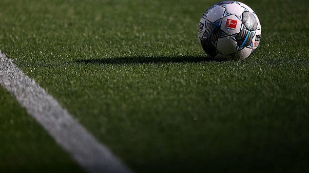 استعدادات لعودة دوريات كرة القدم بالجمهور