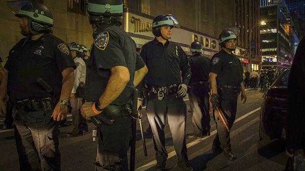 A New York-i rendőröknek is nehéz éjszakájuk volt keddre virradóra