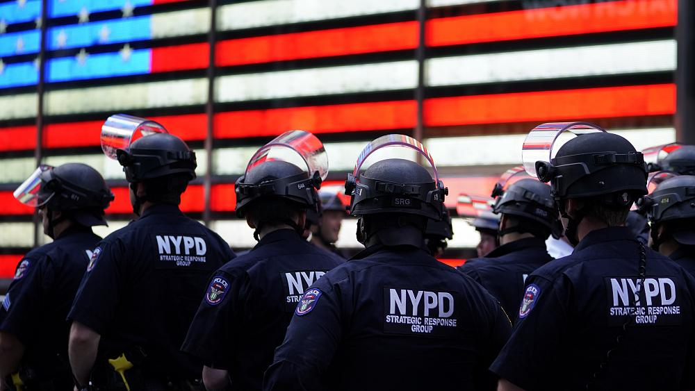 اعلام ممنوعیت تردد شبانه در نیویورک در پی ادامه ناآرامیها برای هفتمین شب پیاپی