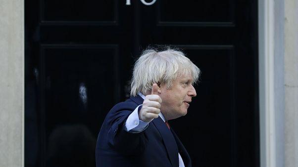 جانسون در مقابل دفتر نخست وزیری
