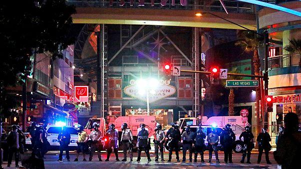Las Vegas'taki eylemlerde bir polis öldü