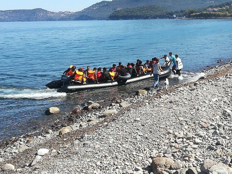Μετανάστες φτάνουν στη Λέσβο