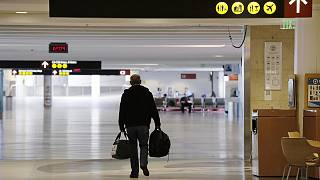 Uçuşu iptal edilen bir yolcu