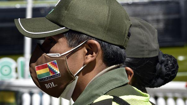 Un officier de police dans la ville d'El Alto - Bolivie - le 1er juin 2020