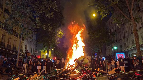 حرائق بعد مظاهرات مناهضة للعنصرية في باريس