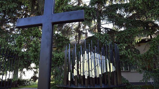 A trianoni békediktátum 100. évfordulója alkalmából állított emlékmű a pestszentlőrinci Hargita tér 4. számú ingatlan udvarán a felavatás napján, 2020. június 3-án.