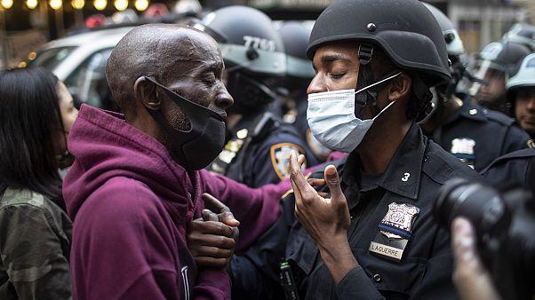 A kijárási tilalom ellenére is tüntettek New York-ban
