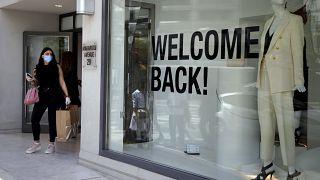 """Photo d'archives - """"Bienvenue"""", écrit sur la devanture d'une boutique à Nicosie, le 04/05/2020."""